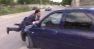 Un bărbat a fost transportat pe capota mașinei jumătate de kilometru pe o stradă din Bălți