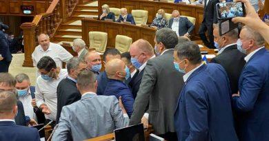 """""""Мы писали, мы писали, наши пальчики устали"""": Молдавский парламент уходит на летние каникулы до сентября 3 12.05.2021"""