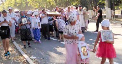/VIDEO/ În plină pandemie peste o sută de persoane din nordul țării au pronit la Drumul Crucii