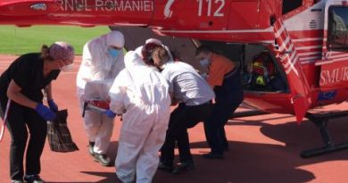 /VIDEO/ Bărbatul implicat în accidentul rutier din apropierea orașului Sângerei a fost transportat pe cale aeriană la Chișinău