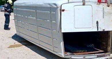 /FOTO/ Grav accident în raionul Sângerei. O persoană a rămas blocată în fiarele mașinei pe care o conducea