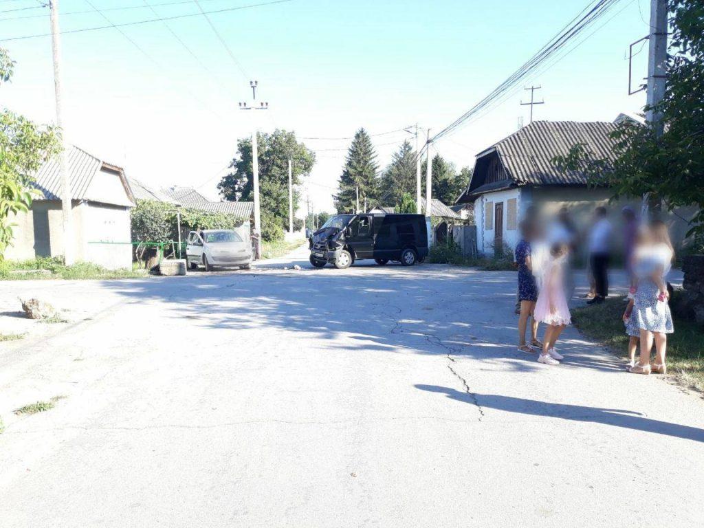 /FOTO/ Accidentele se țin lanț în nordul țării. Un bărbat din raionul Briceni s-a ales cu o comoție cerebrală după ce automobilul i-a fost tamponat de o altă mașină 3