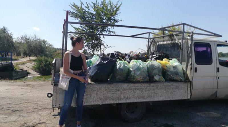 Foto Бельцкие активисты убрали от мусора район городского озера 1 16.06.2021