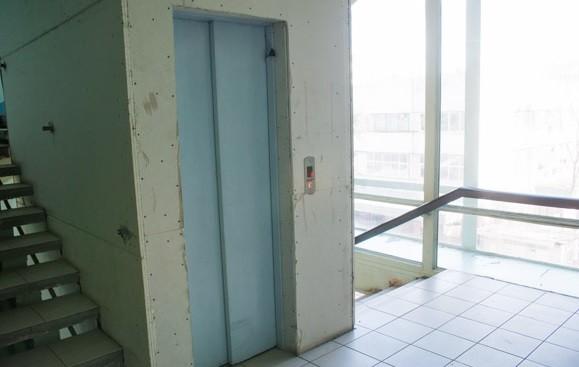 Doi copii din Râbniţa au rămas blocaţi într-un ascensor cuprins de flăcări
