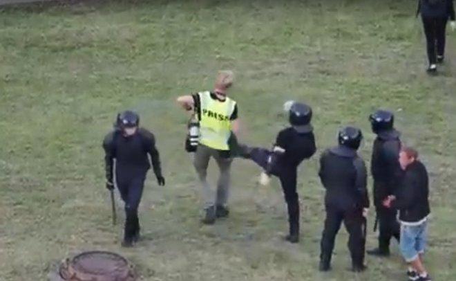 Foto Белорусские силовики избивали российских журналистов, несмотря на то, что на тех были надеты жилеты с надписью «пресса» 2 14.06.2021