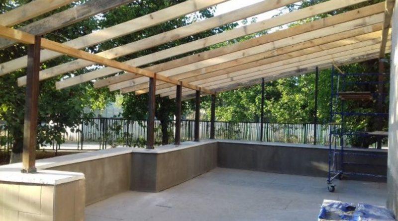 Într-o localitate din raionul Sângerei se construiește o sală pentru studii în aer liber