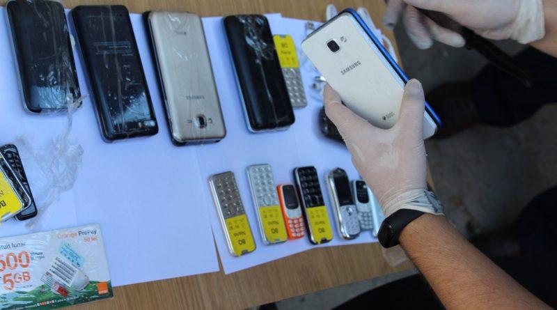 /FOTO/ Trafic de telefoane mobile deconspirat la Penitenciar din Bălți. Gadget-urile erau ascunse în carcasa unui frigider
