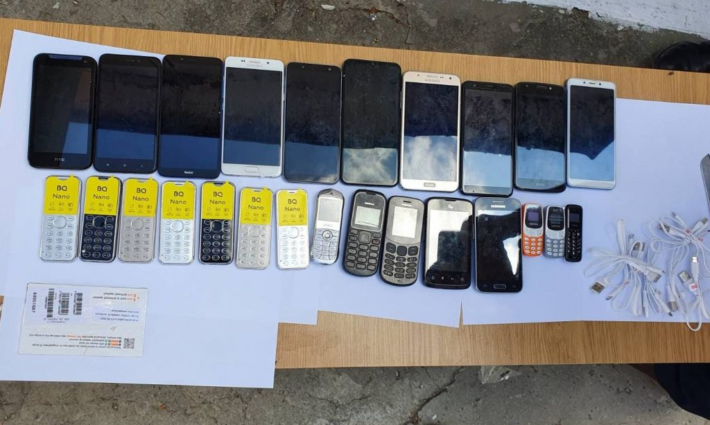 /FOTO/ Trafic de telefoane mobile deconspirat la Penitenciarul din Bălți. Gadget-urile erau ascunse în carcasa unui frigider 3 18.05.2021