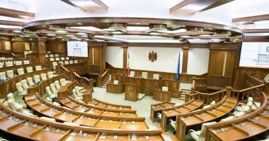Deputații revin la muncă din 1 septembrie