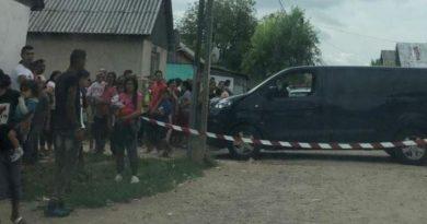 Foto Doi polițiști din România atacați cu pietre și bâte de peste 50 de localnici 2 21.09.2021