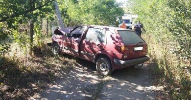 Un bărbat în stare de ebrietate a ajuns cu mașina într-un stâlp la Fălești
