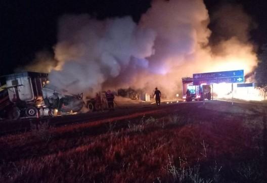 /VIDEO/ Accident violent cu implicare a trei camioane pe traseul Chișinău– Soroca. O persoană a decedat, iar alta a ajuns la spital