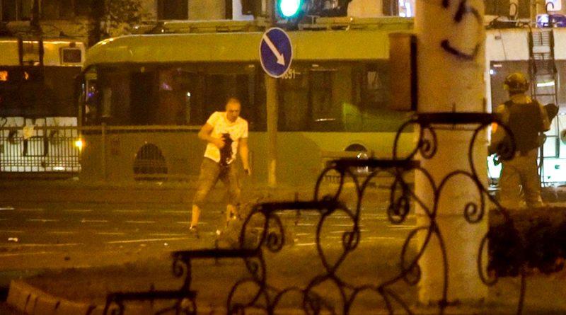 Глава МВД Белоруссии допустил, что в убитого участника протестов могли стрелять 1 12.05.2021