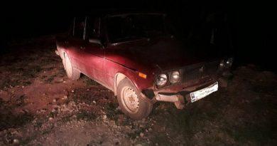 /FOTO/ A urcat beat la volan și a accidentat un mormânt, apoi a fugit de la fața locului. Isprava unui bărbat din Briceni