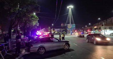 Un tânăr a ajuns cu BMW-ul într-o barieră de protecție din orașul Bălți