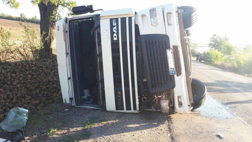 Foto /FOTO/ Un camion plin cu sfeclă de zahăr s-a răsturnat în raionul Râșcani 1 14.06.2021