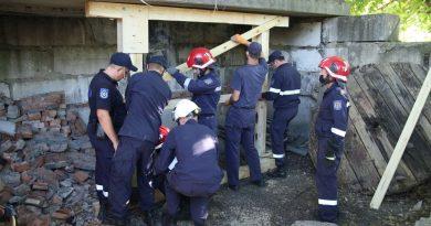 /VIDEO/ Salvatorii din Bălți și-au perfecționat cunoștințele în domeniul căutării și salvării oamenilor de sub dărâmături