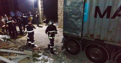 Tragedie la Bălți. Un tânăr a murit, iar alții doi au ajuns la spital, după ce peste ei au căzut mai multe plăci din granit