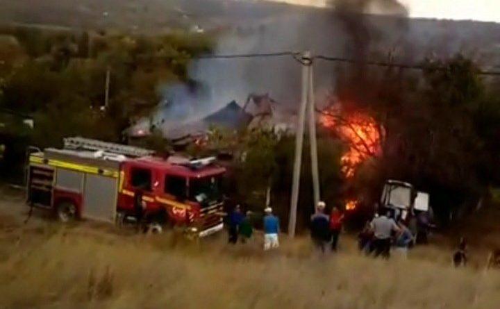 O casă din raionul Soroca a fost cuprinsă de flăcări