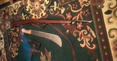 Noi detalii în cazul bărbaților care au dat buzna într-o benzinărie din raionul Sângerei înarmați cu o pușcă și o macetă