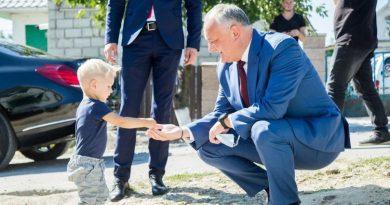 Igor Dodon și-a reluat vizitele tradiţionale prin țară din nou fără a respecta restricțiile oficiale