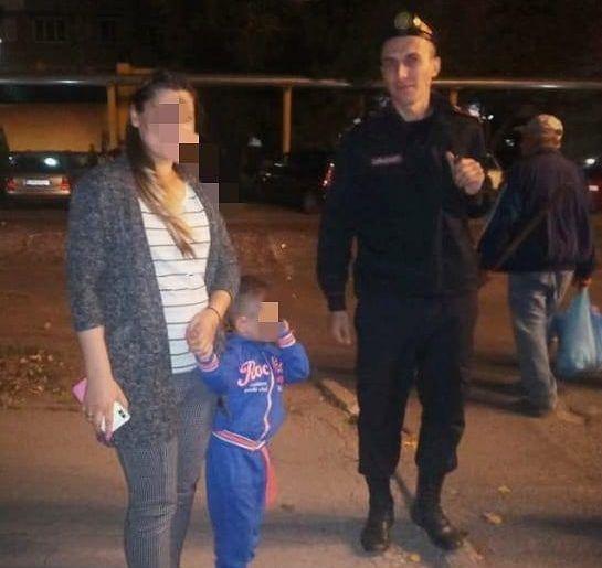 Copil de trei ani lăsat fără supraveghere găsit de carabineri pe o stradă din Bălți 1