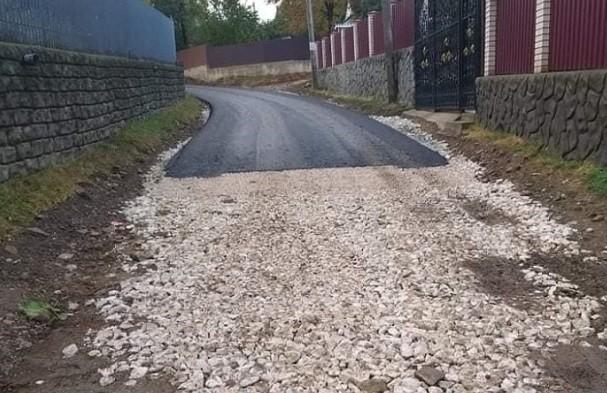 """/FOTO/ """"Drumuri bune"""" doar că pe jumătate în satul Rublenița din raionul Soroca"""