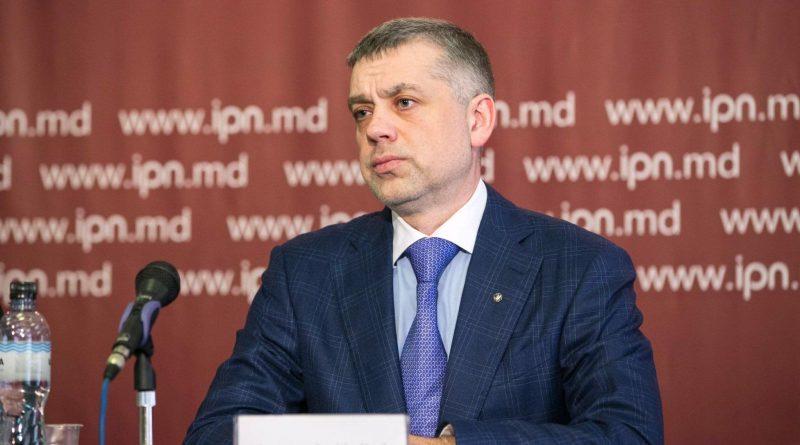 Лидер Партии регионов Александр Калинин заявил, что отказывается от участия в предвыборной гонке на президентских выборах 1