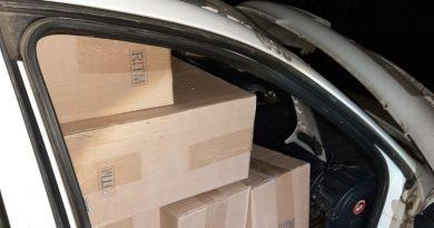 /VIDEO/ Percheziții la Edineț. Oamenii legii au ridicat peste 17 mii de pachete cu țigări de contrabandă