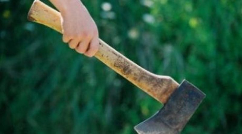O femeie din raionul Soroca a ajuns la spital după ce a fost atacătă cu toporul de un consătean