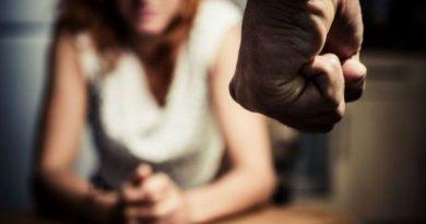 Un bărbat din Drochia și-ar fi agresat concubina și a vrut să scape de pedeapsă cu 3 mii de lei. Mama i-a fost complice