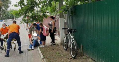 Femeie tamponată de un biciclist pe o stradă din Bălți