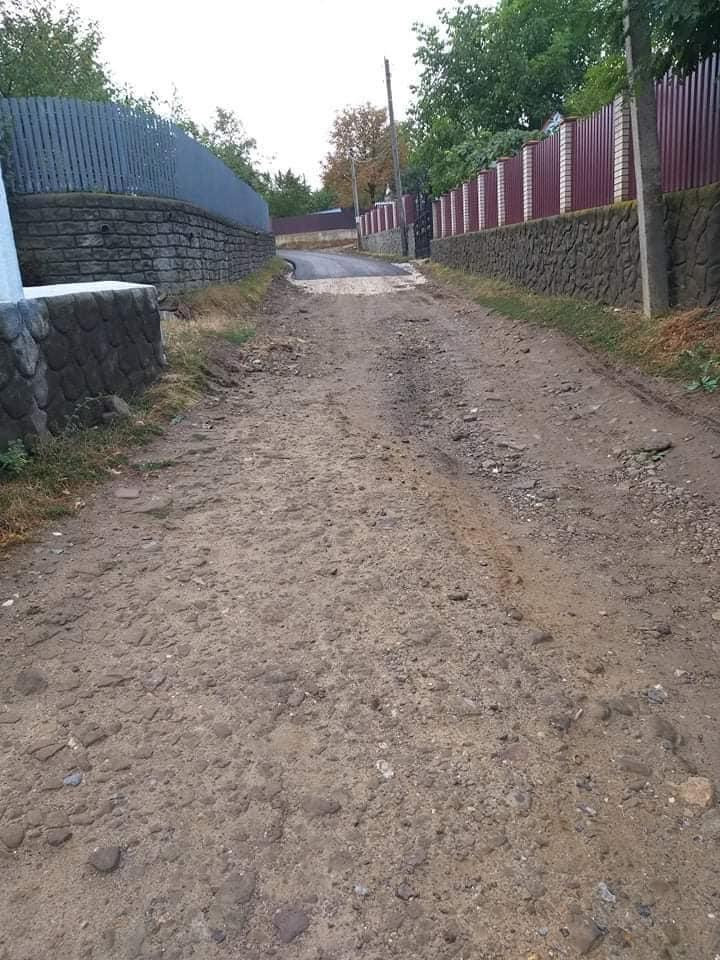 """/FOTO/ """"Drumuri bune"""" doar că pe jumătate în satul Rublenița din raionul Soroca 2"""