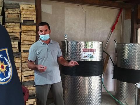 /VIDEO/ IGSU a lansat campania de prevenire a intoxicațiilor cu dioxid de carbon în urma procesului de fermentare a vinului