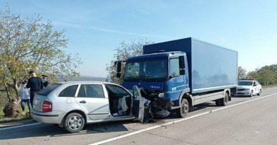 /FOTO/ Accident violent pe un traseu din raionul Sângerei. Două persoane au ajuns la spital