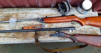 Un bărbat din raionul Soroca deținea ilegal acasă mai multe arme și muniții