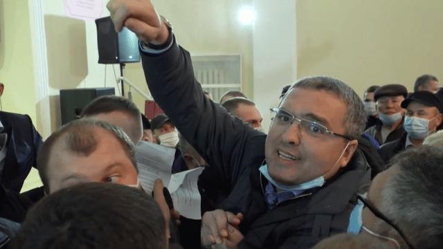 Ренато Усатый устроил провокацию и сорвал встречу Додона с избирателями в Фалештах 30 15.05.2021