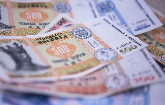 Indemnizație de 500 lei pentru beneficiarii de ajutor social şi cei care au venituri sub minimumul de existenţă