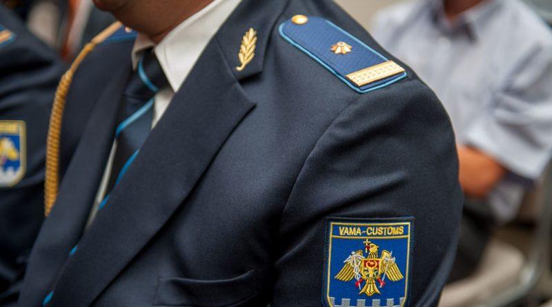 Un inspector vamal din Bălți riscă să fie demis din funcție