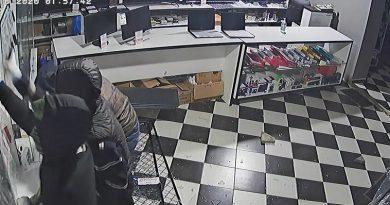 /VIDEO/ Un alt furt de telefoane mobile s-a produs într-un magazin din Bălți