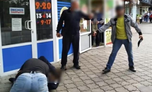 /VIDEO/ Doi frați din raionul Dondușeni riscă până la 7 ani de închisoare pentru că au agresat și amenințat cu arma un bărbat
