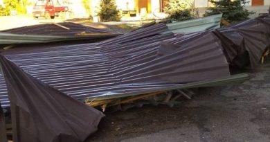 Acoperișul unei primării din raionul Soroca a fost distrus de vântul puteric