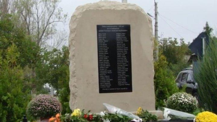 Locuitorii satului Petrunea din raionul Glodeni au instalat un monument în cinstea primilor băștinași