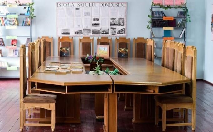După incendierea Președinției, masa consilierilor a ajuns într-o bibliotecă din raionul Dondușeni