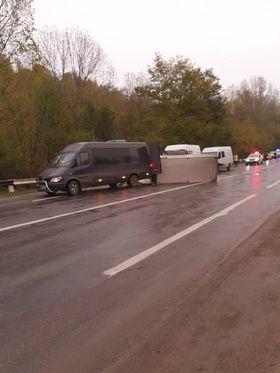 /FOTO/ Accident în raionul Râșcani. Trei persoane au ajusn la spital după ce microbusul în care se aflau s-a tamponat într-o remorcă 3