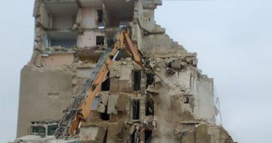 /VIDEO/ Blocul avariat din orașul Otaci a fost demolot în proporție de 60 la sută