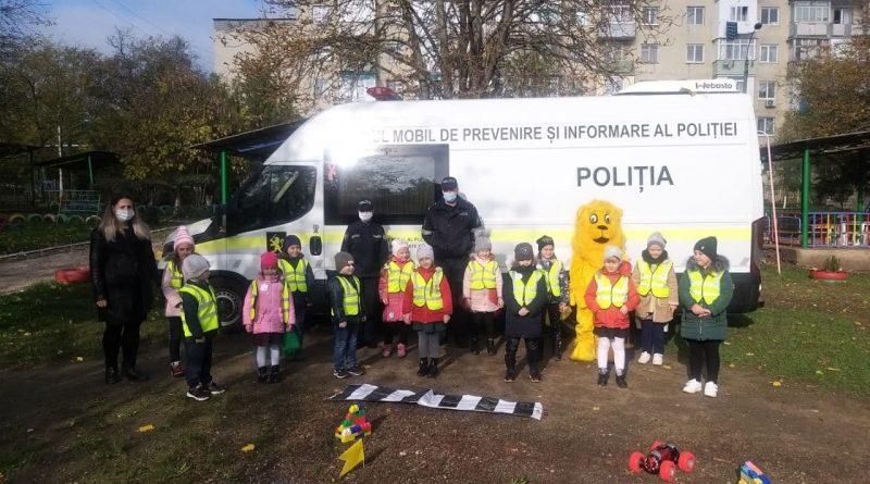 Angajaţii Inspectoratului de poliţie Bălţi au desfăşurat o activitate de sensibilizare pentru micii pietoni