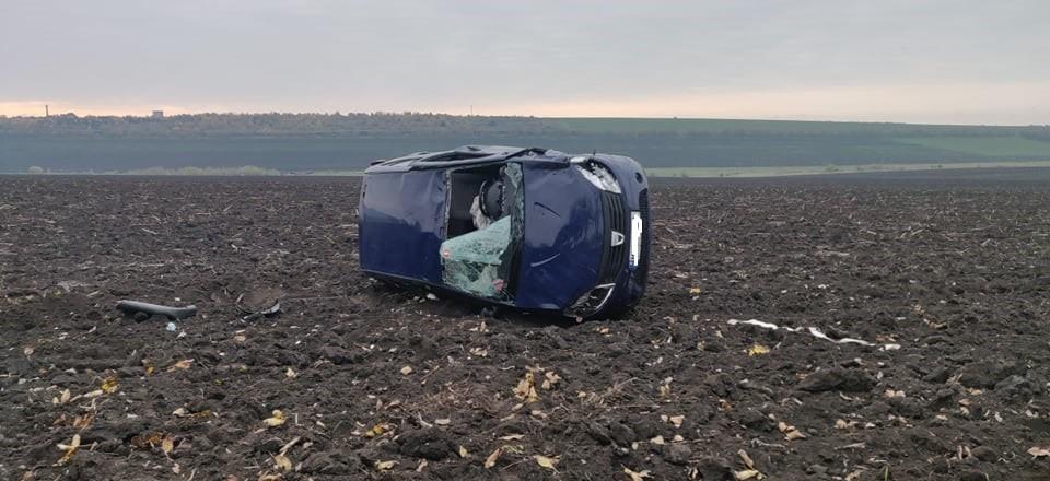 /FOTO/ Accident în raionul Sângerei. O mașină a ajuns în câmp după ce a derapat de pe traseu 2 17.05.2021