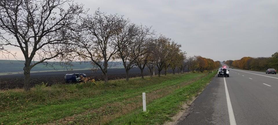 /FOTO/ Accident în raionul Sângerei. O mașină a ajuns în câmp după ce a derapat de pe traseu 3 17.05.2021