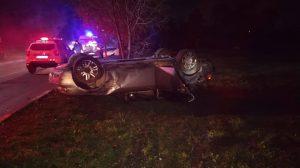 /FOTO/ Trei copii au ajuns la spital după ce mama acestora s-a urcat beată la volan și s-a răsturnat cu automobilul